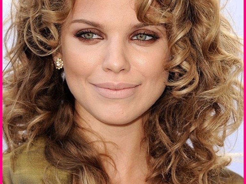 Curly Hairstyle for Women